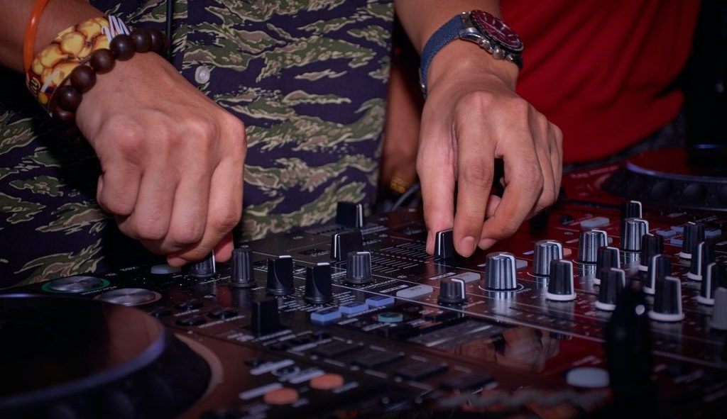 best DJ controller cover photo